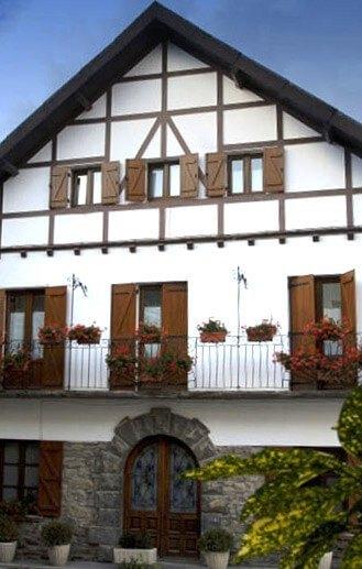 Hostal rural Casa Sario, en Jaurrieta, Valle de Salazar, en pleno Pirineo de Navarra y muy cerca de la Selva de Irati.